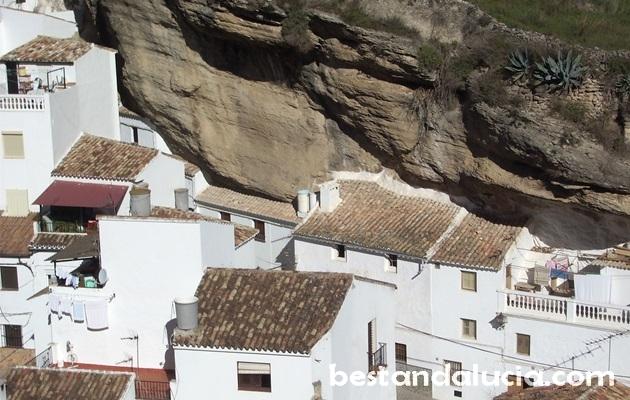Setenil de las Bodegas dwellings